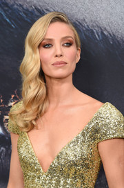 Annabelle Wallis oozed Old Hollywood glamour sporting this side-swept hair and sequined dress combo at the 'Mummy' New York fan event.