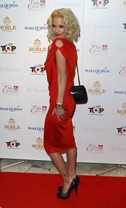 Sarah Harding completed her fiery red look with a classic quilted leather bag.