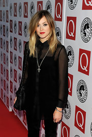 Fearne Cotton highlighted her two-tone shoulder length locks with a swipe of red lipstick.