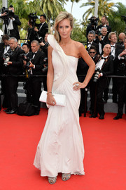 Victoria Hervey donned a white one-shoulder gown with sculpted shoulder detail for the premiere of 'The Search.'