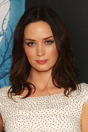 Emily Blunt showed off her classic shoulder length curls at the photo call for 'Wolfman.'