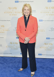 Candice Bergen completed her outfit with a pair of navy trousers.