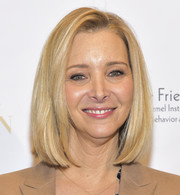 Lisa Kudrow stayed classic with this bob at the Wonder of Women Summit.