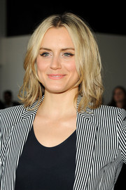 Taylor Schilling sported an edgy-chic shoulder-length layered cut during the Theory fashion show.