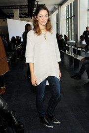 Sofia Sanchez opted for a dressed-down look with a pair of skinny jeans.
