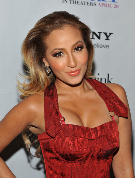 Adrienne Bailon created her dramatic look for the 'Think Like a Man' screening using a palette of neutral eyeshadow shades with frosty finishes.