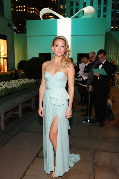 More Pics of Kate Hudson Long Curls (1 of 11) - Kate Hudson Lookbook - StyleBistro