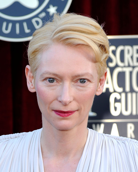 Tilda Swinton Short Side Part [red carpet,hair,face,hairstyle,blond,eyebrow,forehead,lip,chin,beauty,nose,tilda swinton,screen actors guild awards,california,los angeles,the shrine auditorium,18th annual screen actors guild awards]