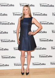 Mira Sorvino paired her dress with classy black lace cap-toe pumps by Schutz.