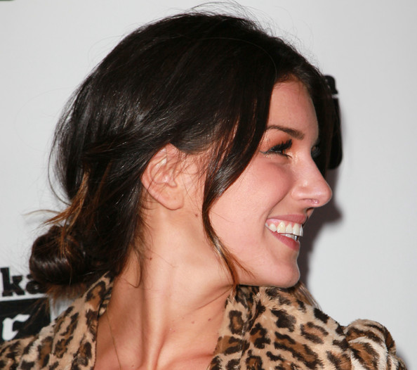 Shanae Grimes showed highlighted her two-tone tresses by pulling them back in a loose bun. This hairstyle is the perfect way to add a little elegance to any look.