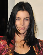 A shoulder-length layered cut added textured and movement to Liberty Ross' dark hair.