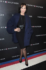 Kristin looked ridiculously elegant in this little black dress with a blue wool coat.