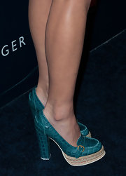 Olivia Munn paired turquoise platform pumps with shorts and a blazer for a preppy but glamorous look.
