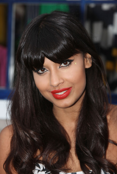 Soft bouncy waves were styled through the lengths of Jameela's hair, whilst her thick blunt bangs were kept straight.