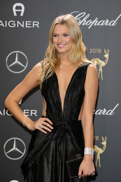 Toni Garrn Box Clutch [clothing,dress,little black dress,hairstyle,blond,cocktail dress,fashion,long hair,fashion model,carpet,jewelry,toni garrn,bambi awards,70th bambi awards,berlin,germany,stage theater,red carpet arrivals,cartier]