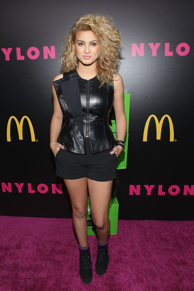 Tori Kelly Short Shorts