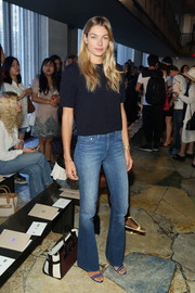 Jessica Hart paired her top with trendy flare jeans, also by Tory Burch.
