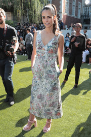 Jordana Brewster paired her lovely dress with baby-pink velvet platforms, also by Tory Burch.