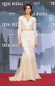 Kate looked like ready to walk down the aisle wearing this cream mermaid gown at the 'Total Recall' premiere in Berlin.