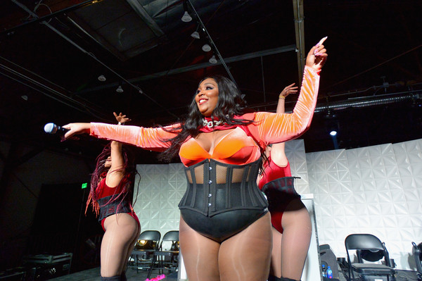 More Pics of Lizzo Oversized Belt (5 of 24) - Belts Lookbook - StyleBistro [performance,performing arts,stage,muscle,event,music,leg,human body,performance art,thigh,hd buttercup,wireless presents lizzo,courtney hollenquest,total wireless presents lizzo,los angeles,california,pandora,l]