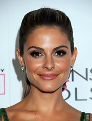 Maria Menounos arrived at In Touch Weekly's 4th Annual Icons & Idols Celebration with smoky eyes and full, voluminous lashes. A slivery metallic shadow strategically placed at the inner corners of her eyes and along her lower lash line added additional emphasis.