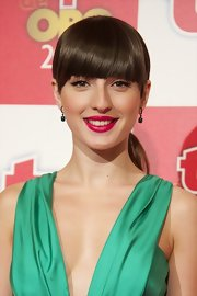 Maria Valverde looked cute with her ponytail and blunt bangs at the Tp De Oro Awards.