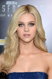 Nicola Peltz looked fabulous with her thick blond waves at the 'Transformers: Age of Extinction' premiere.