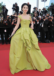 Fan Bing Bing debuted yet another gorgeous look at Cannes, wearing this pistachio green ball gown to the 'Tree of Life' premiere.