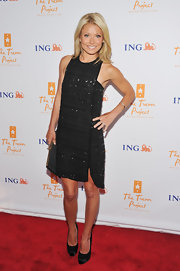 Kelly Ripa stood tall at Trevor Live in elegant black satin platform pumps.