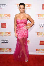 Jenni Farley wore a hot pink strapless dress with a sheer tulle skirt with floral appliques.