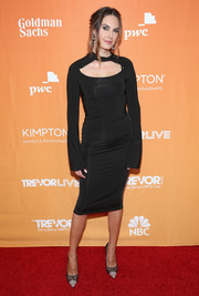 Elizabeth Chambers was edgy-chic in a body-con LBD with a yoke cutout at the 2017 TrevorLIVE LA Gala.