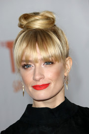 Beth Behrs swiped on some bright red lipstick for a pop of color to her look.