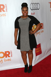 Amber Riley chose a modern two-tone fit-and-flare dress for her TrevorLIVE red carpet look.