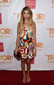 Sarah Hyland sealed off her stylish look with a red Rauwolf box clutch.