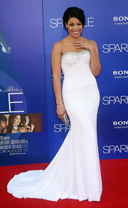 Jordin looked like a princess in this white strapless own with subtle beading.