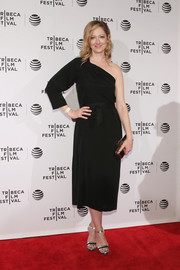 Judy Greer styled her elegant dress with silver and black platform sandals.