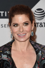 Debra Messing glammed up her look with a pair of dangling gemstone earrings.