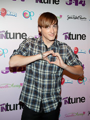 Kendall Schmidt's button down shirt gave him that hipster hottie appeal.