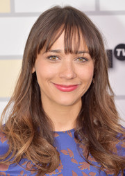 Rashida Jones wore a casual yet cute wavy 'do with wispy bangs at the Turner Upfront 2015.