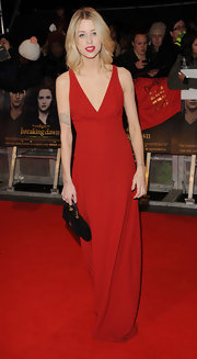 Peaches looked fierce in this red column dress with a simple V-neck at the 'Breaking Dawn - Part 2' London premiere.