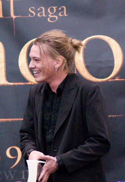 Jamie Campbell Bower rocked a messy ponytail while promoting 'The Twilight Saga: New Moon.'