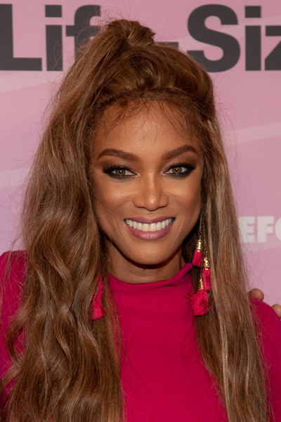 Tyra Banks Smoky Eyes [hair,hairstyle,face,blond,hair coloring,long hair,brown hair,eyebrow,beauty,lip,arrivals,tyra banks,life size 2,hollywood roosevelt hotel,california,premiere,world premiere]