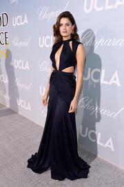 Isabeli Fontana was all about sexy glamour in a multi-cutout midnight-blue gown by Colcci at the 2019 Hollywood for Science Gala.