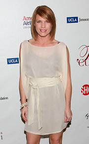 Kathleen's sheer cream dress with a contrasting slip was a relaxed contemporary choice for the actress.