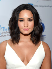 Demi Lovato framed her face with perfectly styled waves for the Open Mind Gala.
