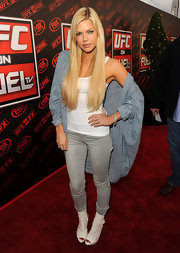 Sophie Monk kept her low-key style luxe with a pair of skintight gray jeans and a slouchy heather blue cardigan.
