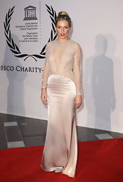 Sienna looks fresh off the runway in this Stella McCartney design.  The nude color is right on trend and the deep plunge gives a sexy edge to the long length and demure tone.