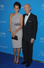 Emma Heming was elegance personified in her gauzy dove gray off-the-shoulder dress at the 2009 UNICEF Ball in LA.