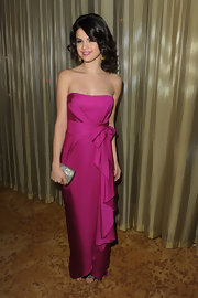 Selena held a bedazzled clutch against her hot pink evening gown at the UNICEF Ball.