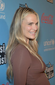Molly Sims' casual look at the UNICEF Playlist With the A-List event had a cool boho vibe. She wore minimal makeup and left her lengthy locks fall loosely down her back.